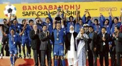 India stay calm to regain title