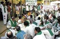 Protests against lathicharge on farmers