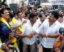 Protests continue for united Andhra