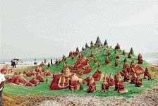 On Xmas eve, 100 sand santas adorn Puri