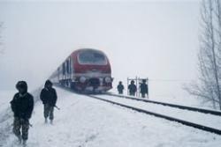 Year's first snowfall hits Srinagar-Jammu traffic