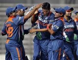 India rout Lanka to enter final