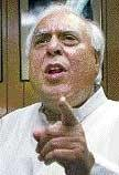 Sibal wants a date with '3 Idiots'