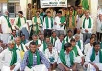 Farmers stage dharna against illegal mining in G'bidanur