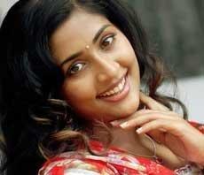 Actress Navya Nair ties knot