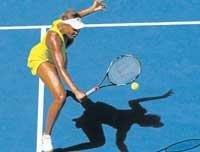 Federer flattens Hewitt; Serena going strong