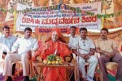 Quit bad habits to lead better life: Kalancheri Mutt seer