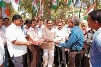 Congress leaders seek dismissal of BJP Government