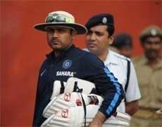 Viru keen to bat in middle-order