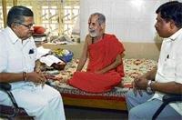 Pejawar seer defers hunger strike
