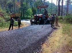 Apathy mars road works in Kalasa
