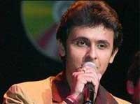 Sonu Niigaam escapes unhurt during stage show