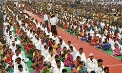 600 couples tie knot at mass marriage