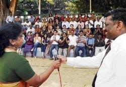 Parents rally behind principals