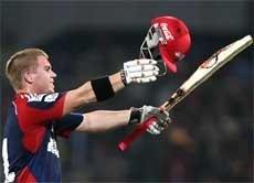 Warner century sets up Delhi's thumping win