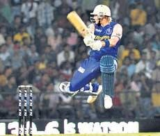 Warne's Royals sneak home in thrilling finish