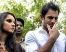 Shoaib gives in, signs Ayesha divorce papers