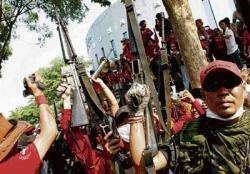 'Red shirts' storm Thai TV station
