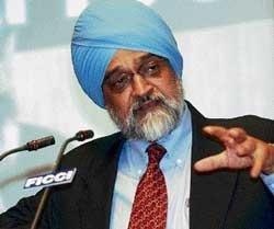 Montek Singh for strategic sale to revive sick PSUs