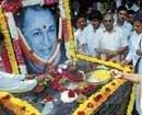 Fans, family pay homage to Rajkumar
