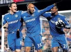 Gritty Chelsea inch closer to title