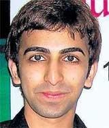 Advani storms into title round