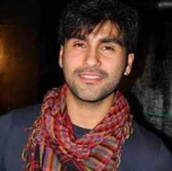 Aarya Babbar gets compliments for his look in `Tees Maar Khan'