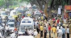 Blasts trigger traffic chaos