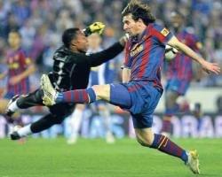 Fighting Espanyol hold leaders Barcelona