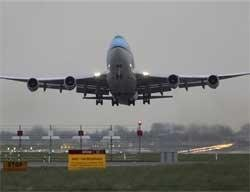 European flights resume, new ash cloud on horizon
