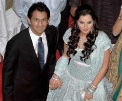 Shoaib - Sania Lahore reception cut short as guests get unruly