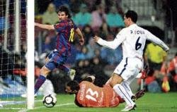 Barca stay on course for title