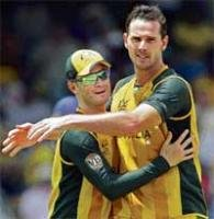Aussies hold edge over SL