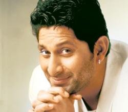 Actor Arshad Warsi will not smoke in public again