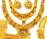 India gold trades near record high; traders at bay