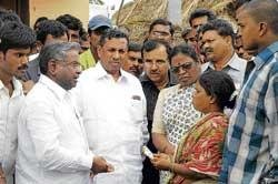 Leaders visit hooch victims' kin