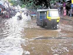Rains inundate several roads in Mandya