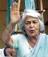 Battle for Gayatri's wealth hots up
