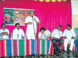 'Politicians can't overcome caste'