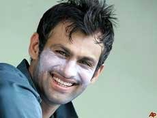 PCB lifts ban on Shoaib Malik