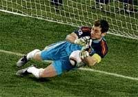 Casillas stamps his class