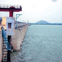 Andhra dam threatens to submerge villages in State