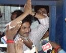Jagan'not' yatra resumes, attracts huge crowds