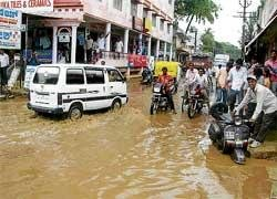 Heavy downpour throws life out of gear