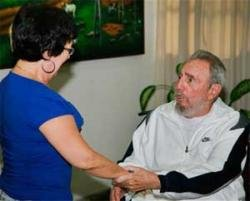 New photos of smiling Fidel Castro posted on Web