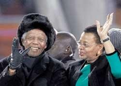 Mandela's presence lends charm to closing ceremony
