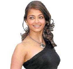 Aishwarya still looks 21, says Akshay Kumar
