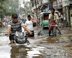 People flee homes as floodwater enters Bihar villages