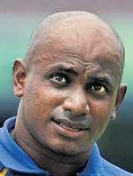 Lanka omit Jayasuriya from contract list, Murali in