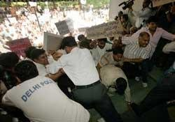 RSS activists ransack 'TV Today'
